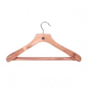 Luxe cederhouten kledinghanger met broeklat